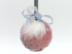 Boule de Noël  rose en chocolat lait